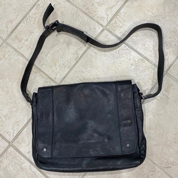 Kenneth Cole • Messenger Bag